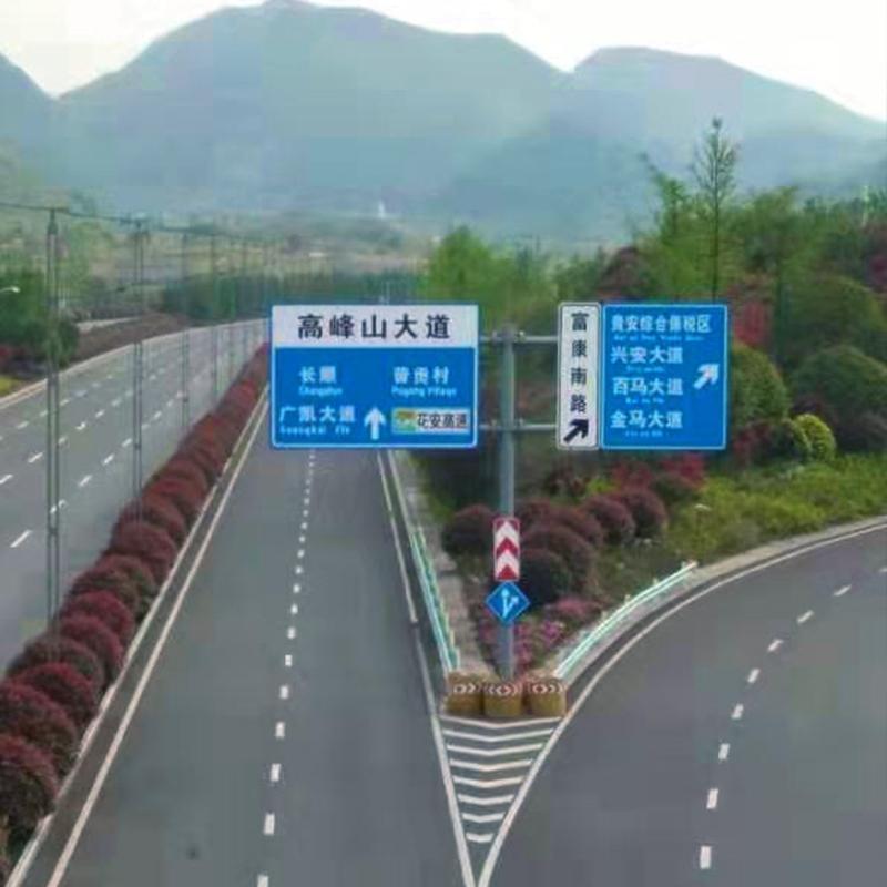 贵州省安新区高峰山大道景观绿化效果