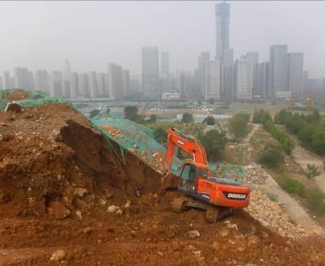 治理Ⅰ区渣石回填施工中
